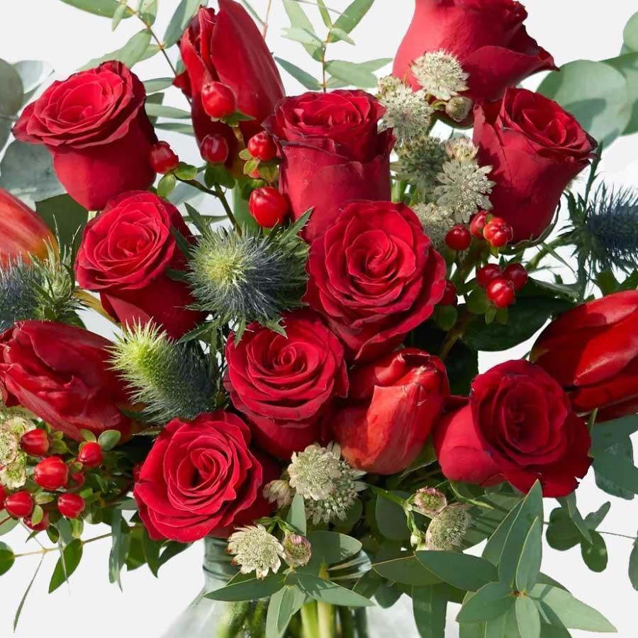 ramo de rosas y tulipanes