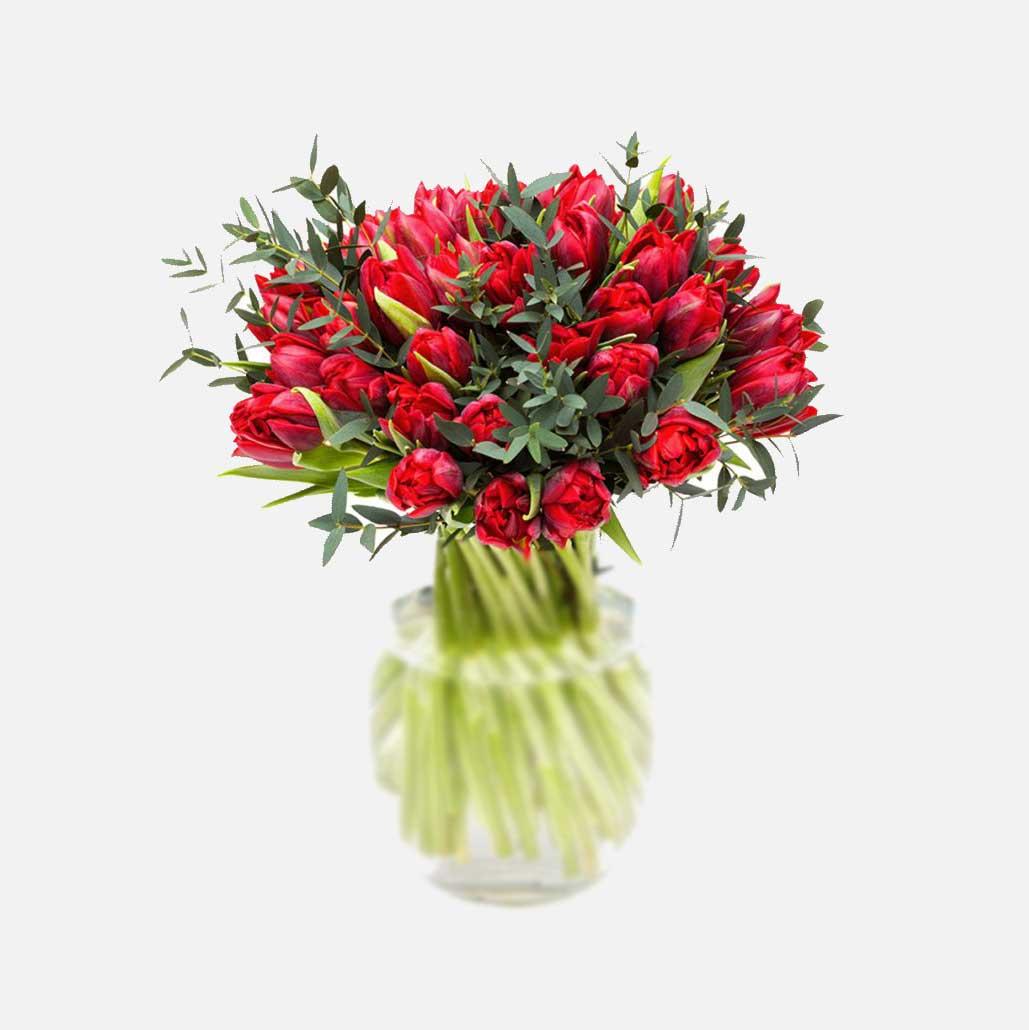 ramo de tulipanes rojos