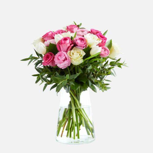 ramo de rosas blancas y rosas