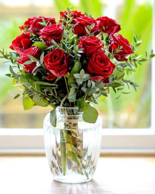 rosas con eucalipto