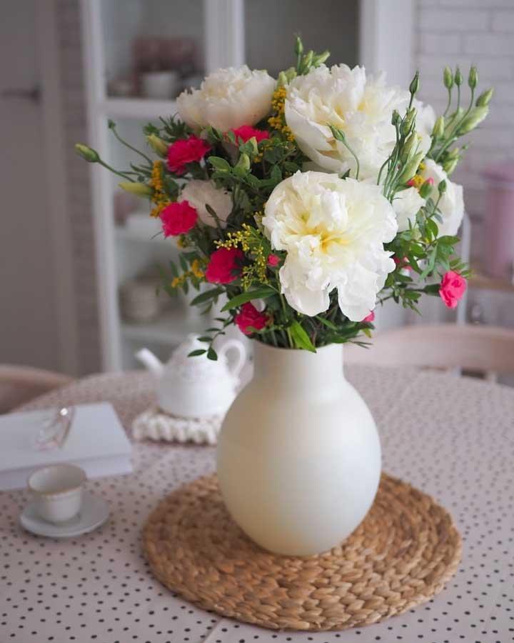 ramo de peonías blancas y lisianthus