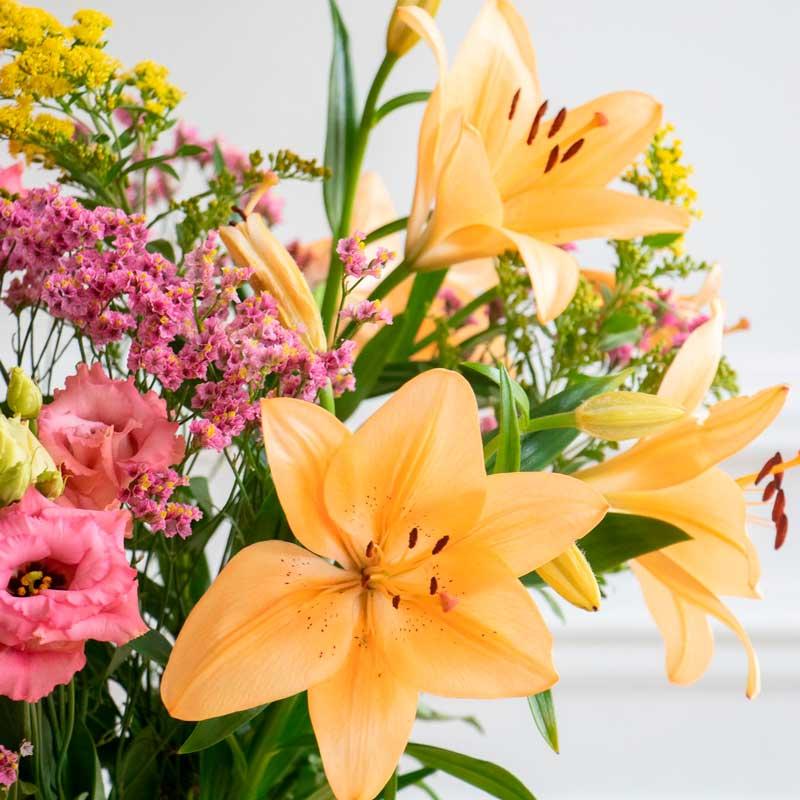 Flores rosas y naranjas